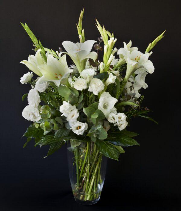זר פרחים לבן לילי לאב